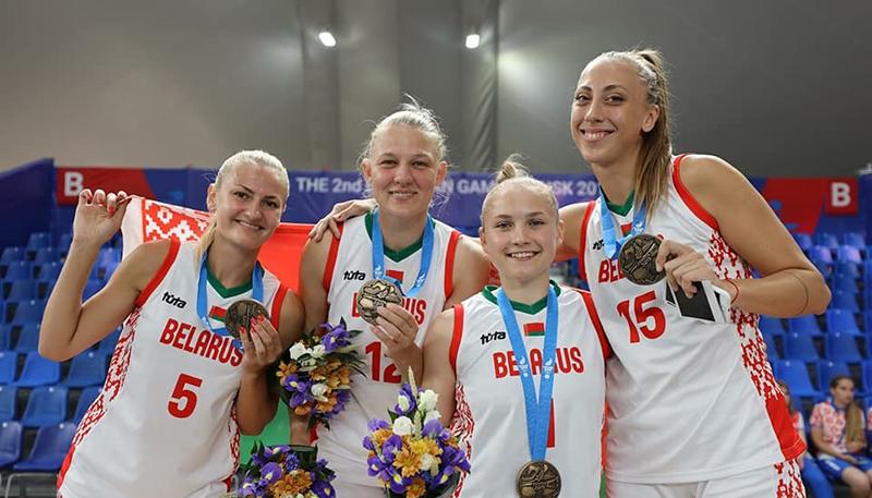 Сборная Беларуси по баскетболу 3х3 с бронзовыми медалями  II Европейский игр. Анастасия Сущик – вторая справа