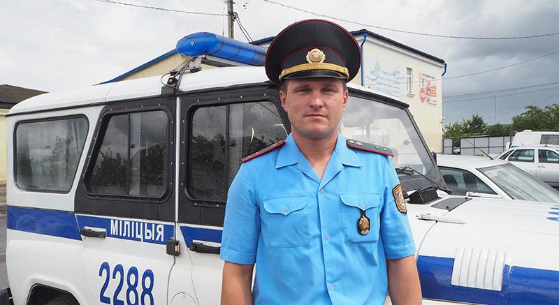 Начальник отделения патрульно-постовой службы  Столинского РОВД прапорщик милиции  Николай Добриянец